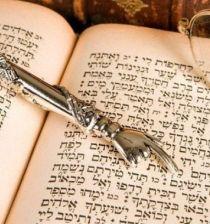 Torah-finger